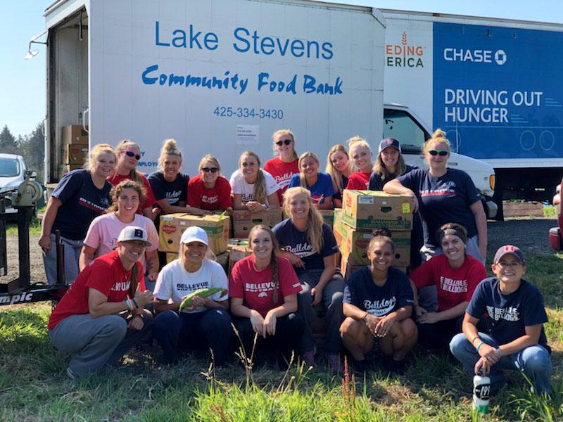 image of  Bellevue softball team helping Lake Stevens Community Food Bank